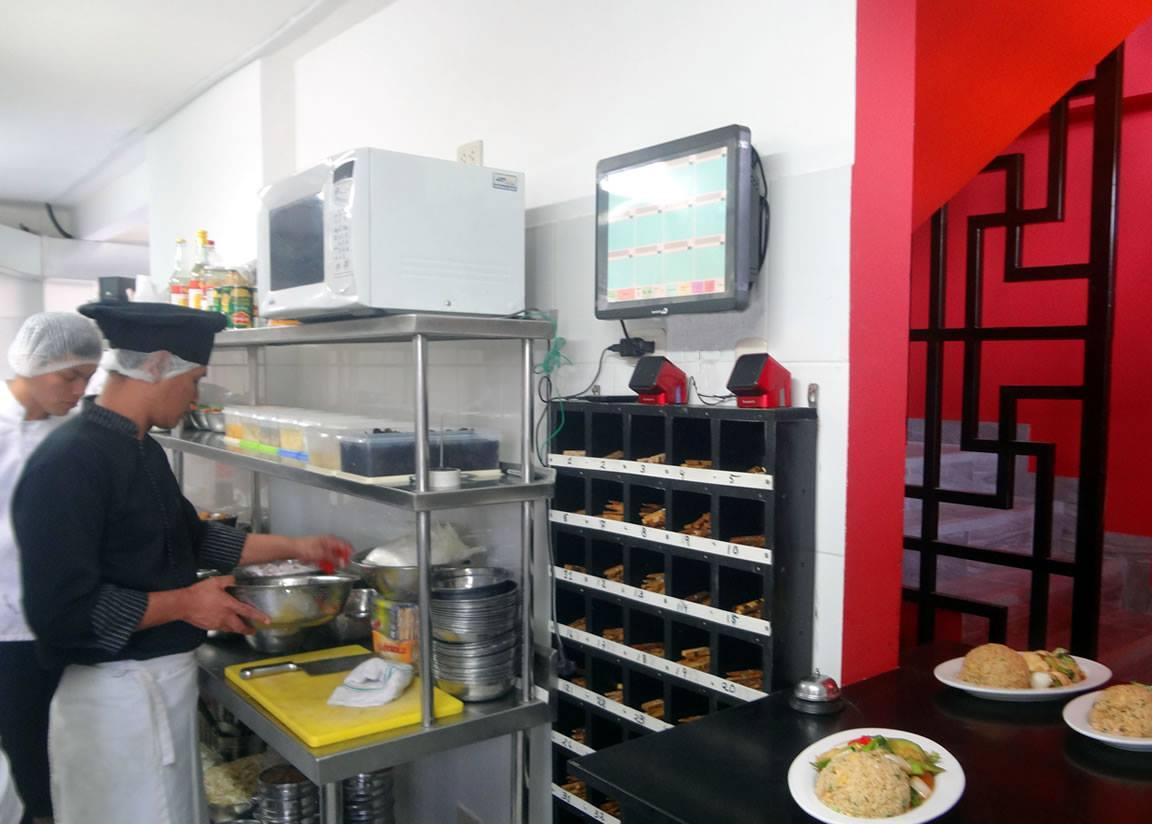 Pantalla en cocina de restaurante para ver los pedidos for Cocina de restaurante